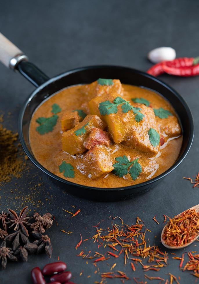 thailändsk massaman curry foto