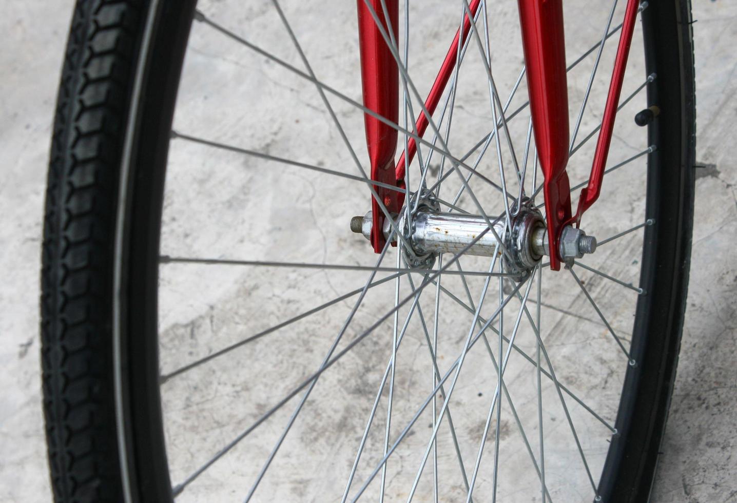rött cykelhjul foto