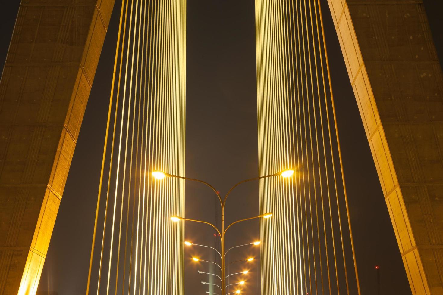 lampor på bron foto