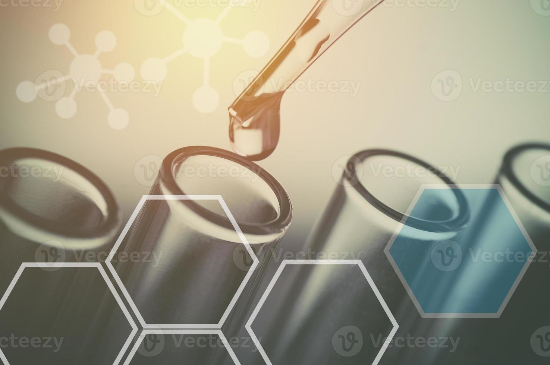 vetenskapliga experiment och laboratorieutrustning foto