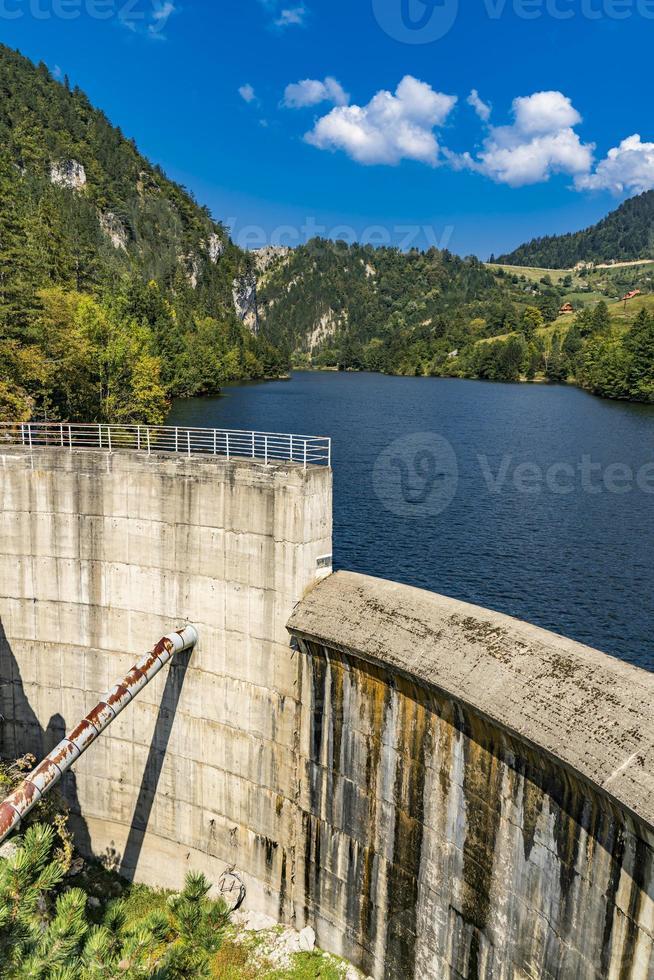 fördämning på zaovine sjön i Serbien foto