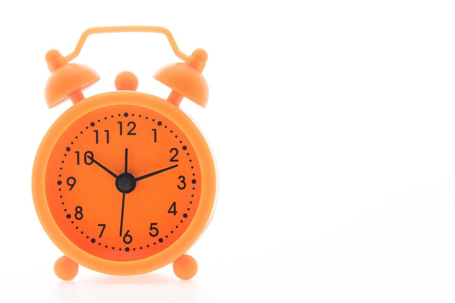 väckarklocka på vit bakgrund foto