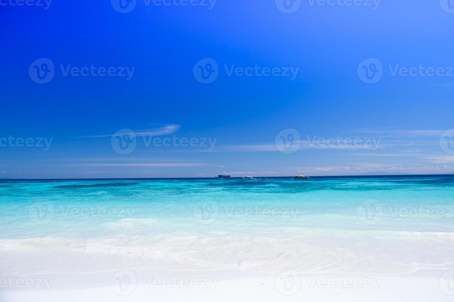 blått tropiskt vatten foto