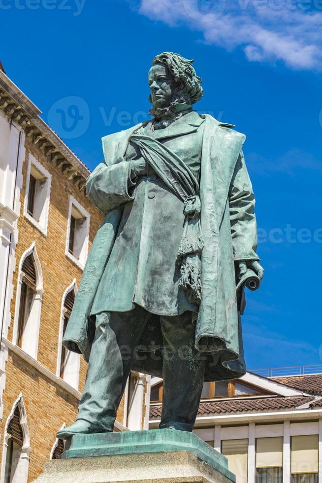 staty av italiensk patriot daniele manin från 1875, av luigi borro i Venedig, Italien foto