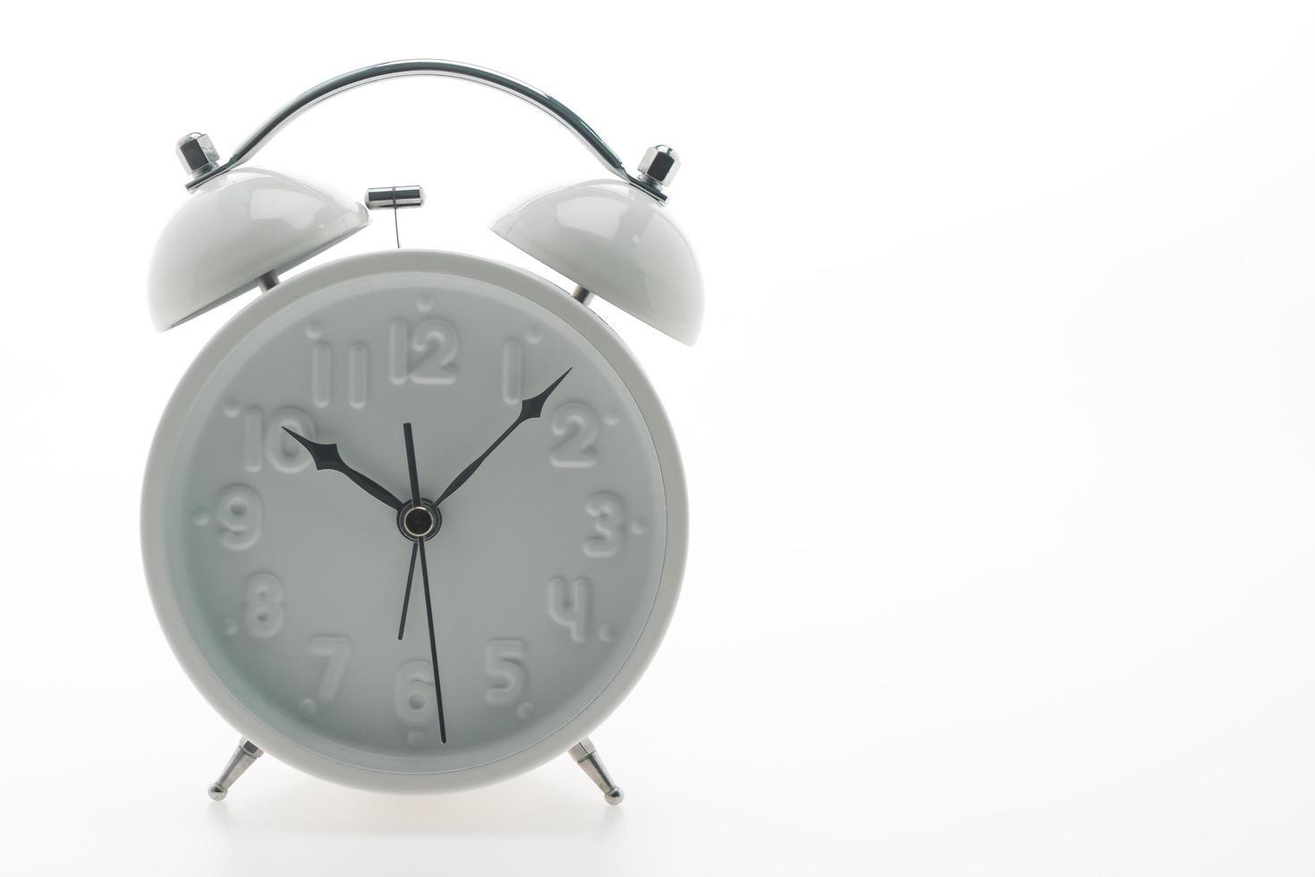 klassisk väckarklocka på vit bakgrund foto