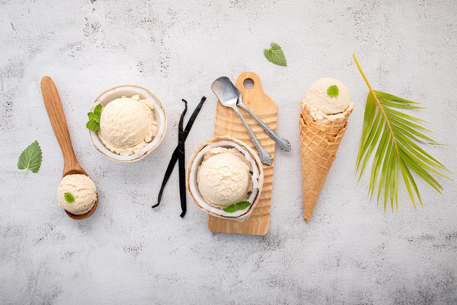 glass för vaniljböna på en grå bakgrund foto