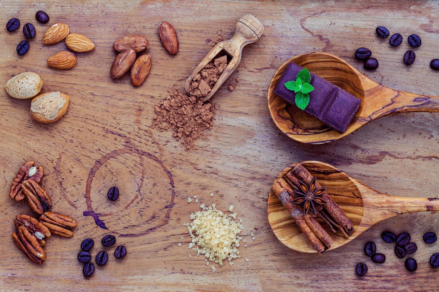 efterrättingredienser på en illa träbakgrund foto