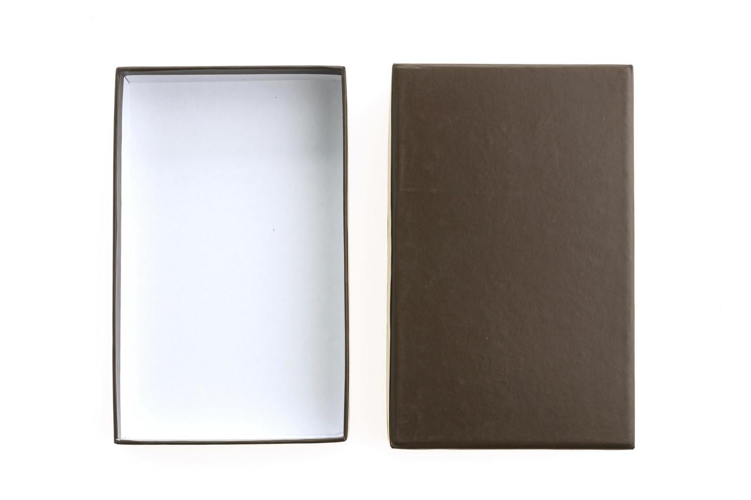 tom svart låda på vit bakgrund foto
