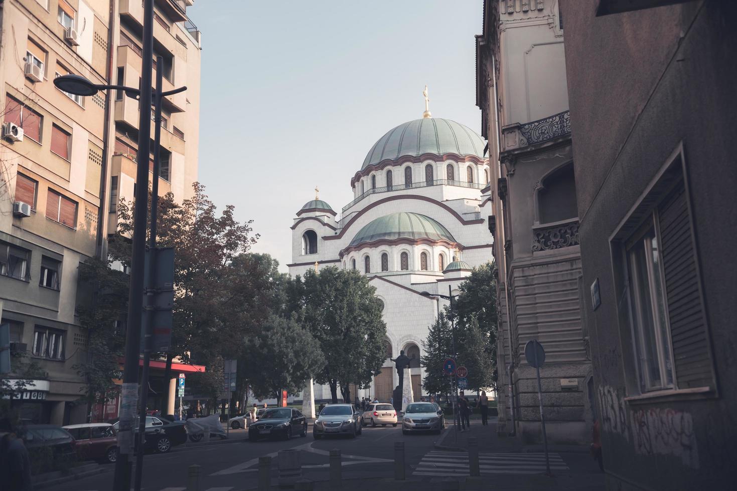 belgrad, serbien 2015 - katedralen saint sava sett från svetog rädda gatan foto