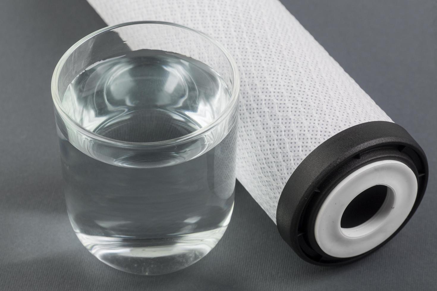 vattenfilter och vatten foto