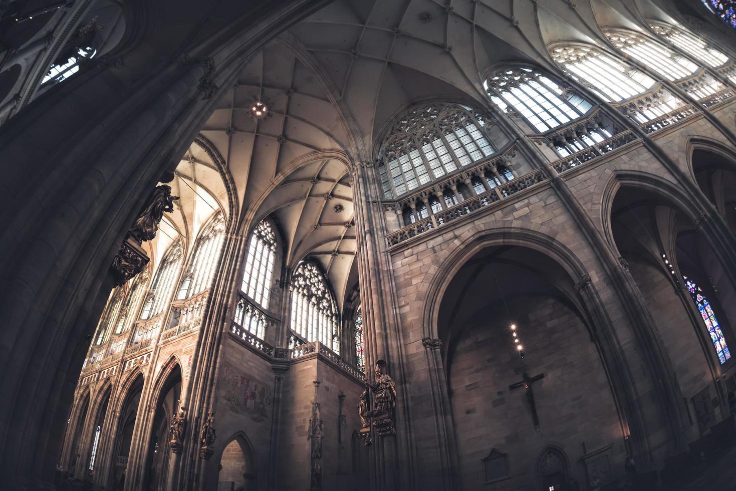 saint vitus katedral interiör. Prag, Tjeckien foto
