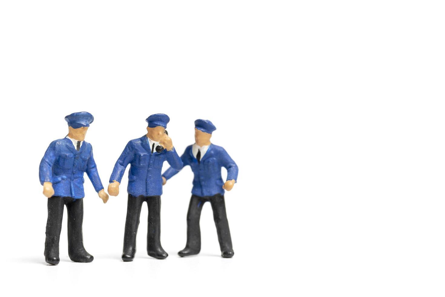 miniatyrpolisar som står på en vit bakgrund foto
