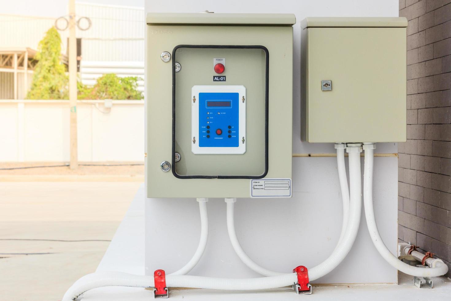 teknisk display på kontrollpanelen med skåp för elektrisk utrustning foto