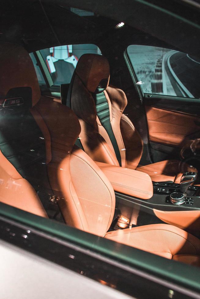 2018 - tom BMW M5 fordonsinteriör under dagtid foto