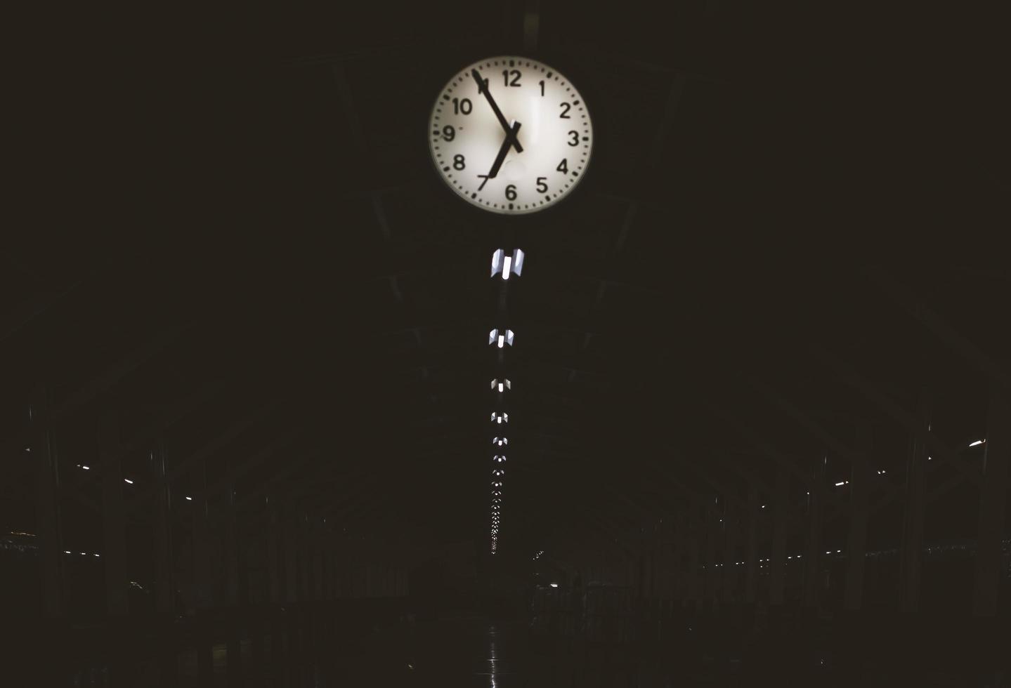 klocka i station foto