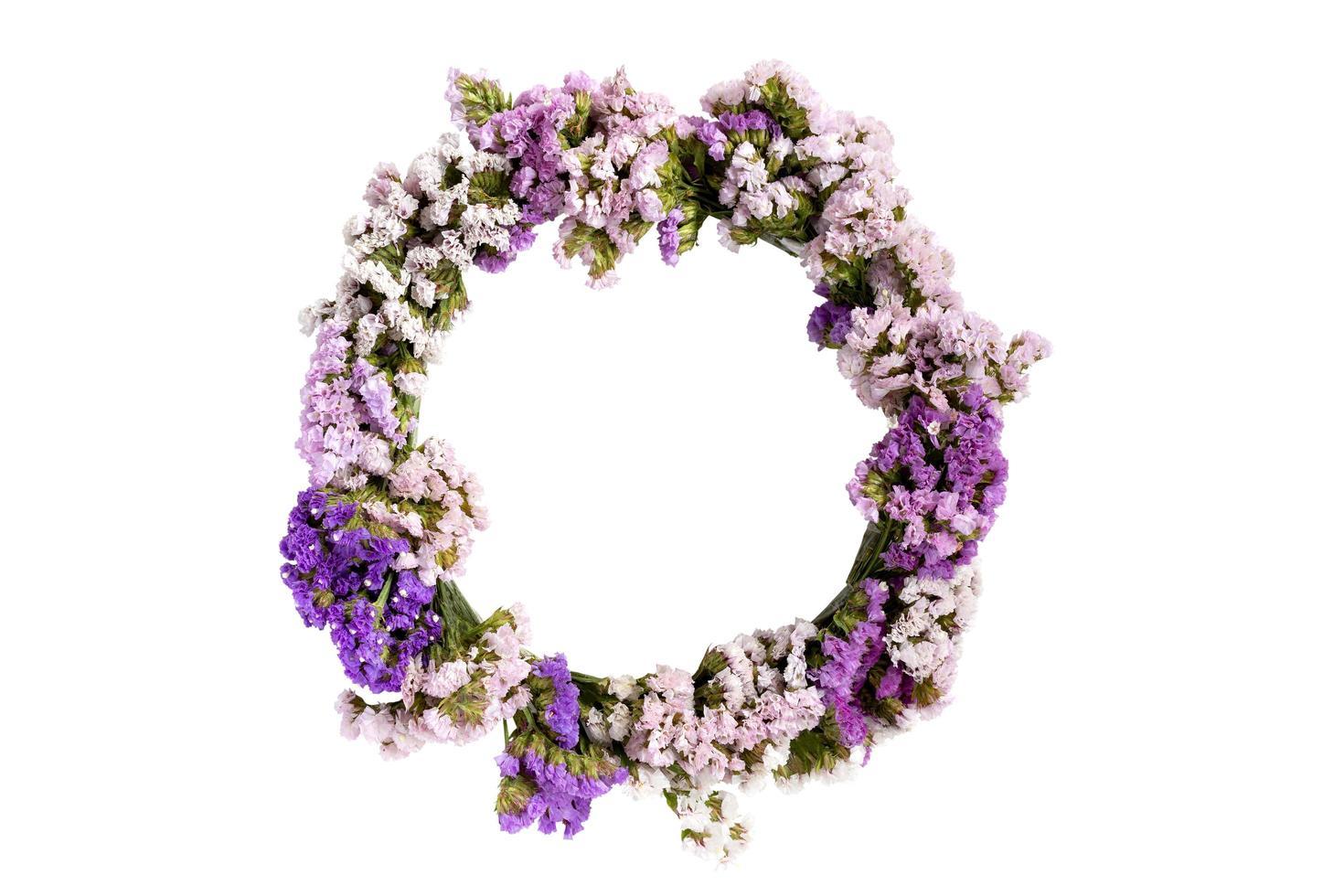cirkelmönster av vackra blommor isolerad på en vit bakgrund foto