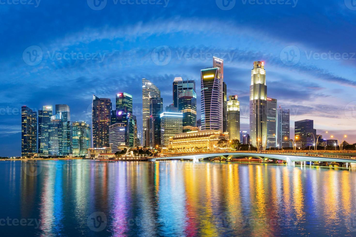 Singapore finansdistrikt skyline vid Marina Bay foto