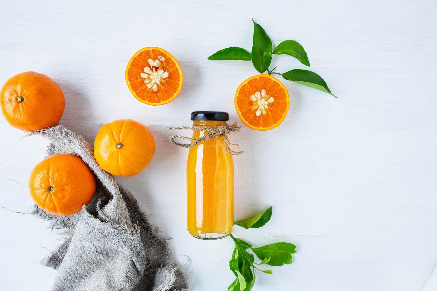 ovanifrån av citrusfrukter och juice foto