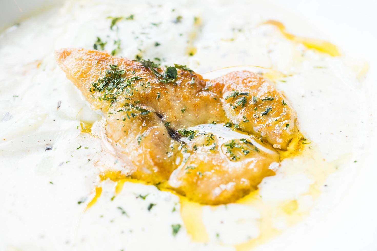 foie gras med penne gräddsås foto