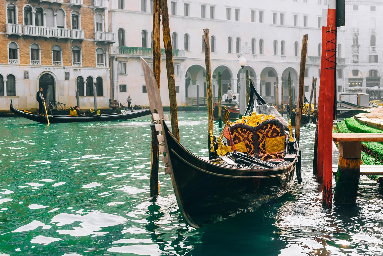 Venedig, Italien 2017 - gondol vid Canal Grande i Venedig foto