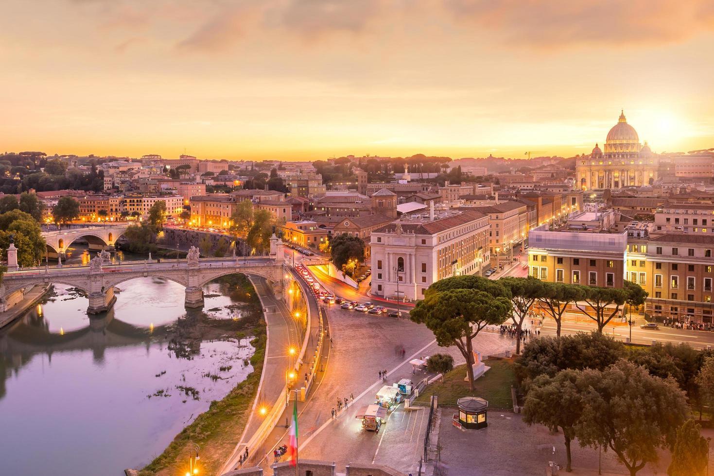 ovanifrån av Rom stadens silhuett från Castel Sant'angelo foto