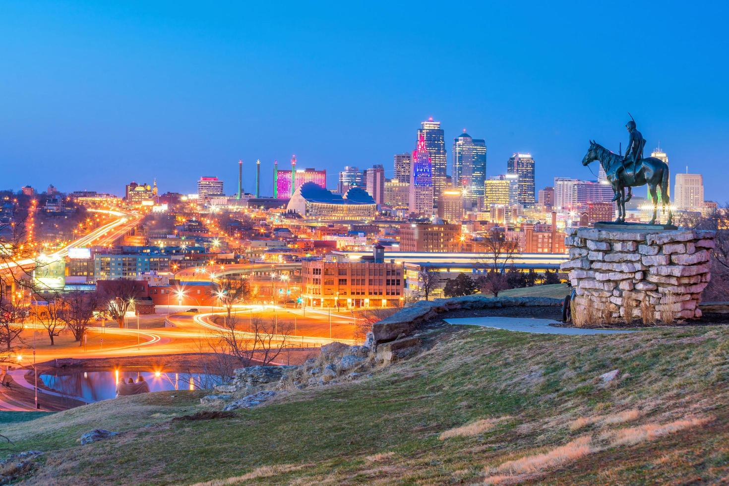 scouten med utsikt över centrala Kansas City foto