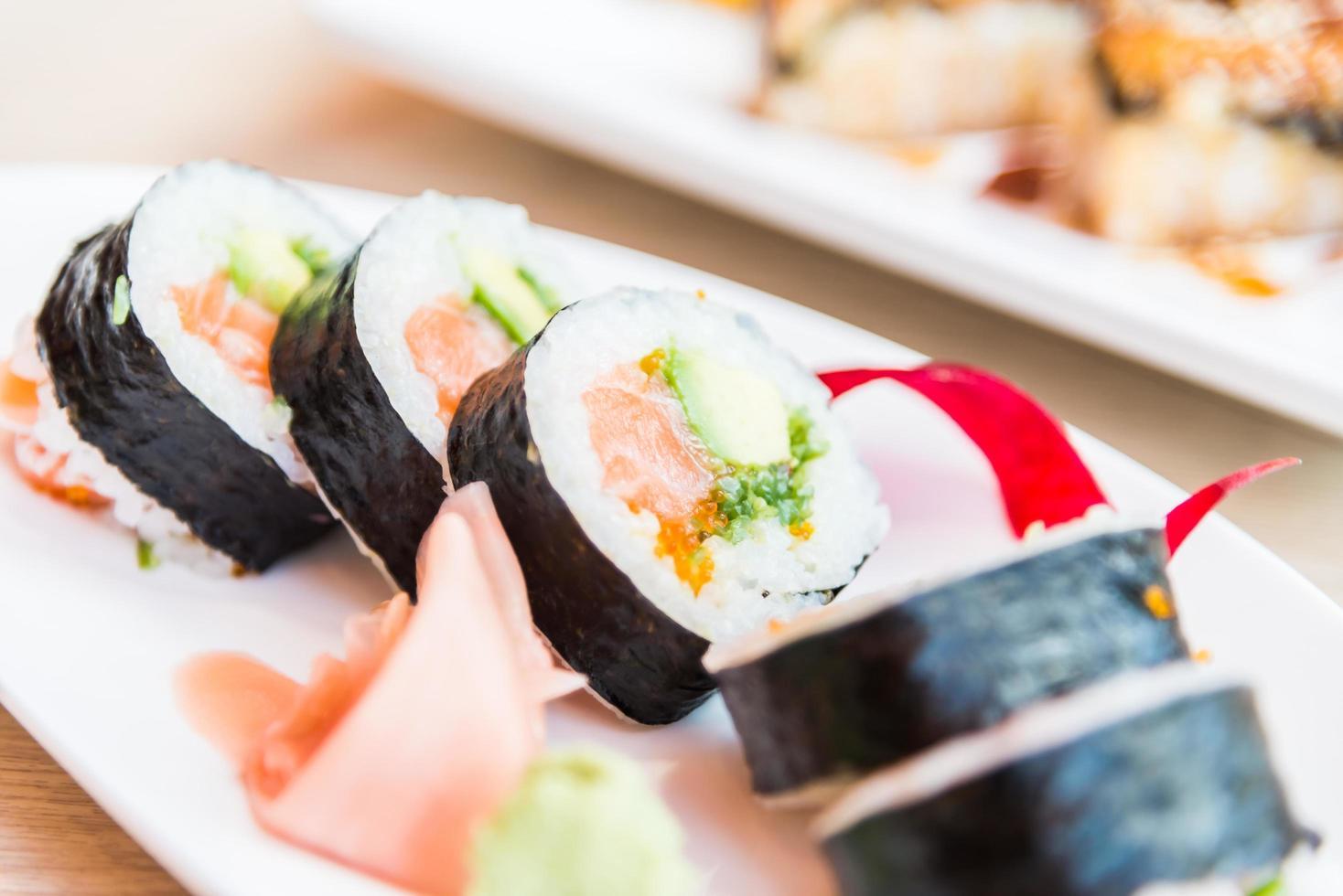sushi rulle lax maki foto