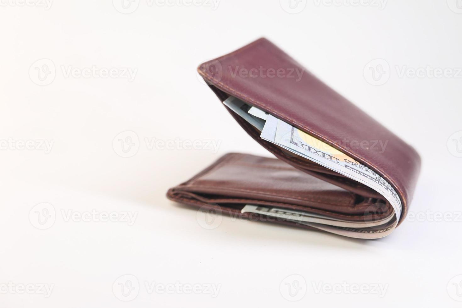 närbild av kontanter i plånbok på bordet foto