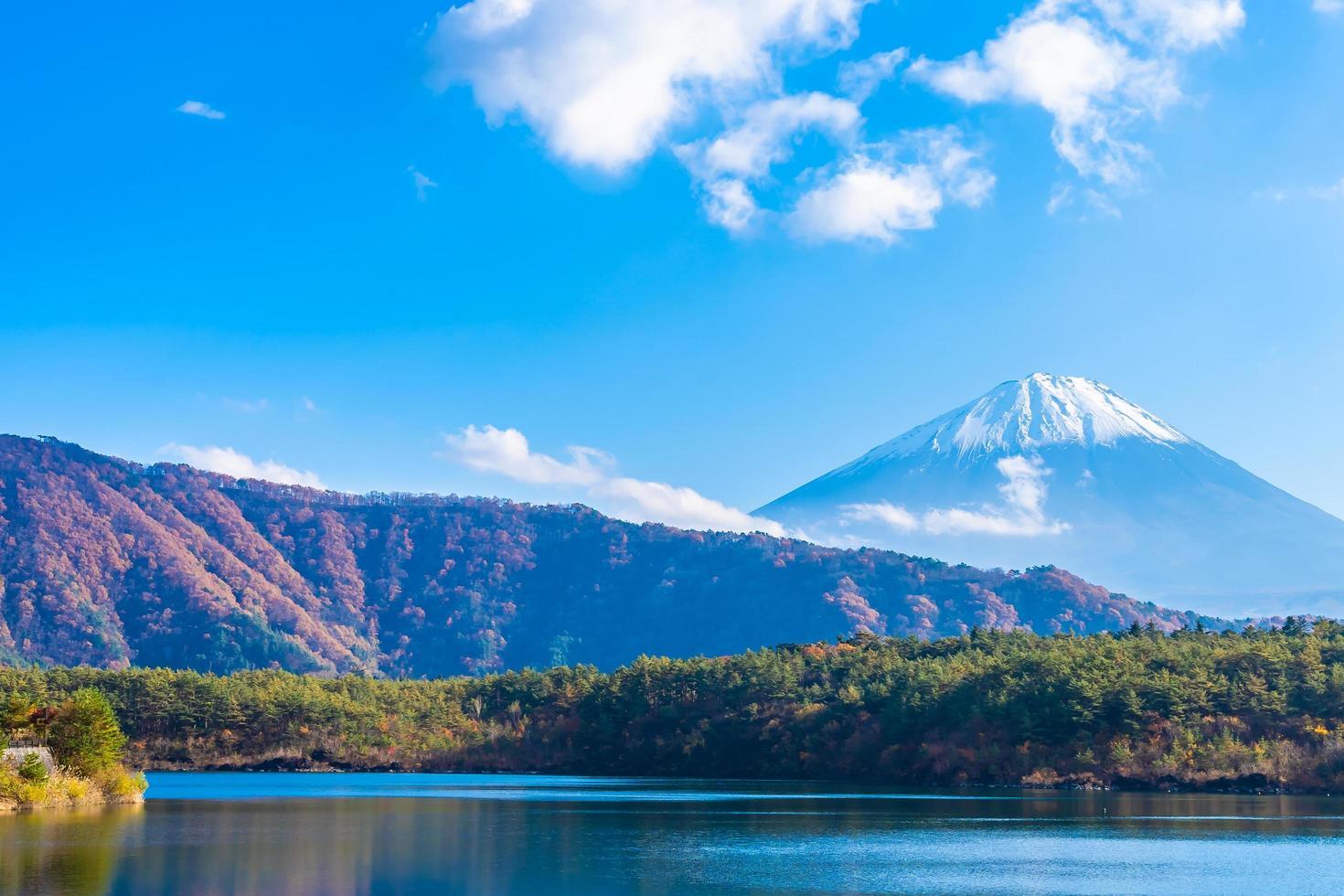 vackert landskap vid mt. fuji, japan foto
