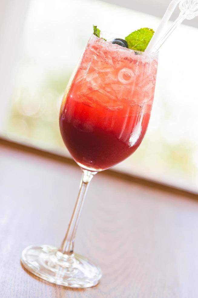 röd bär cocktail foto