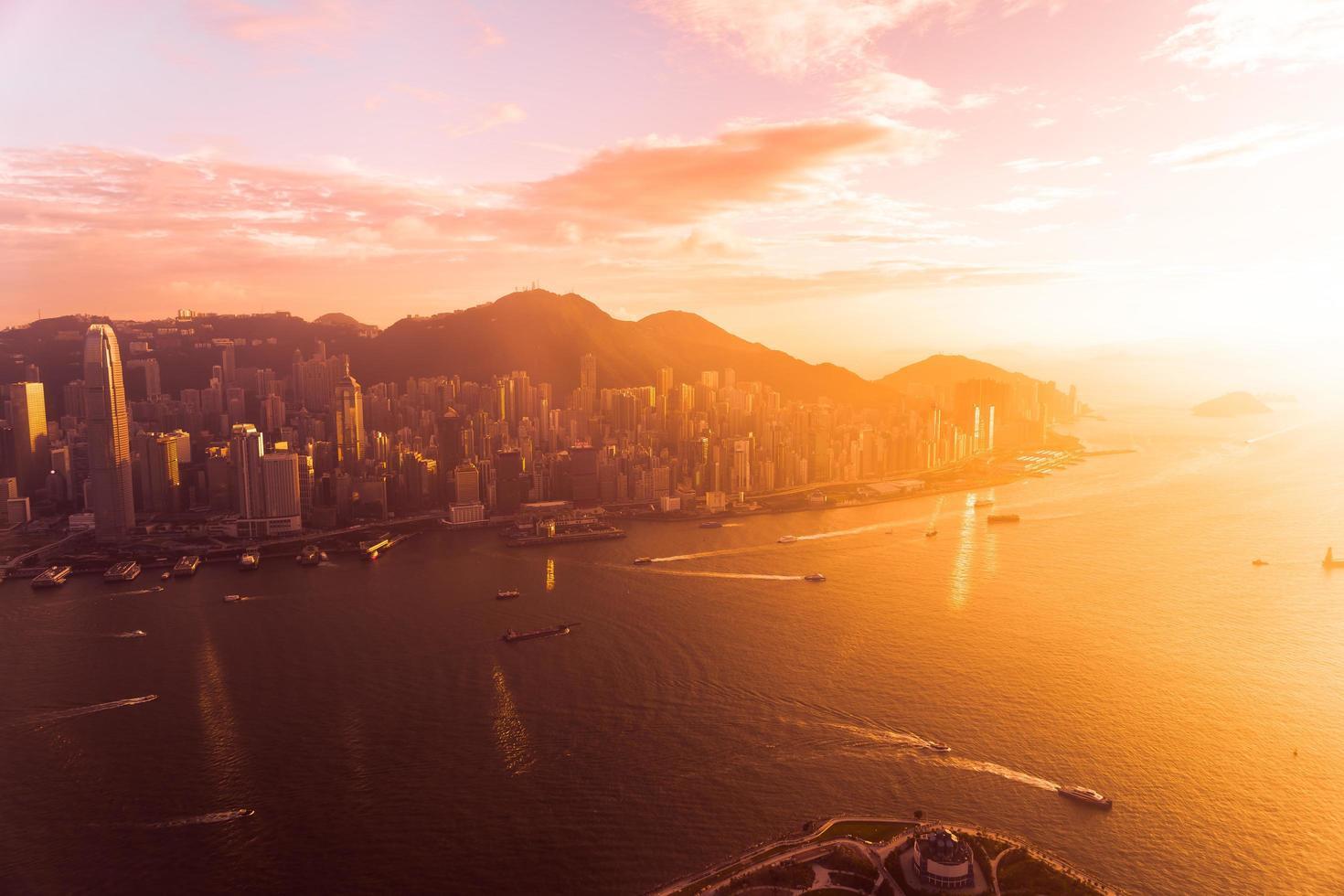 vacker färgrik solnedgång över Hong Kong, Kina foto
