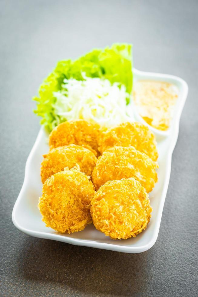 friterad räktårta eller boll med grönsaker foto