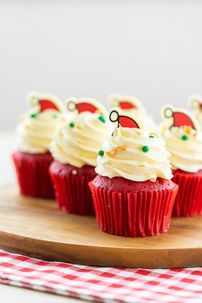 söt efterrätt med muffinsröd sammet foto
