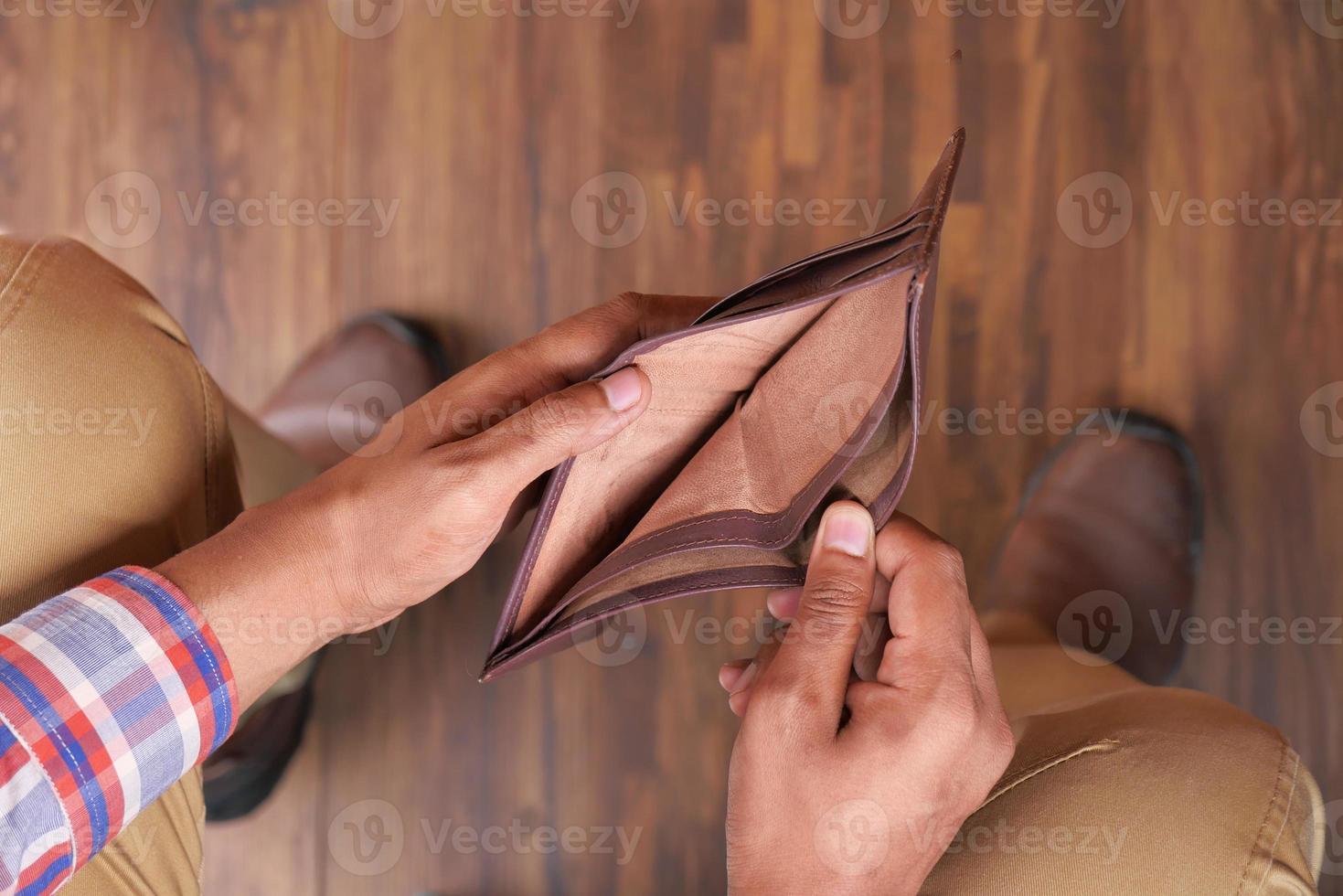 öppna tom plånbok med kopieringsutrymme foto