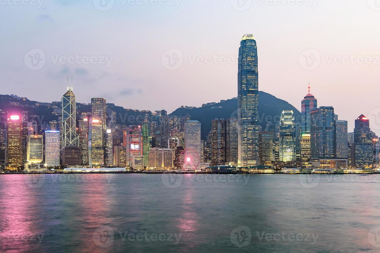 Hong Kong skyline på kvällen sett från Kowloon, Hong Kong, Kina foto
