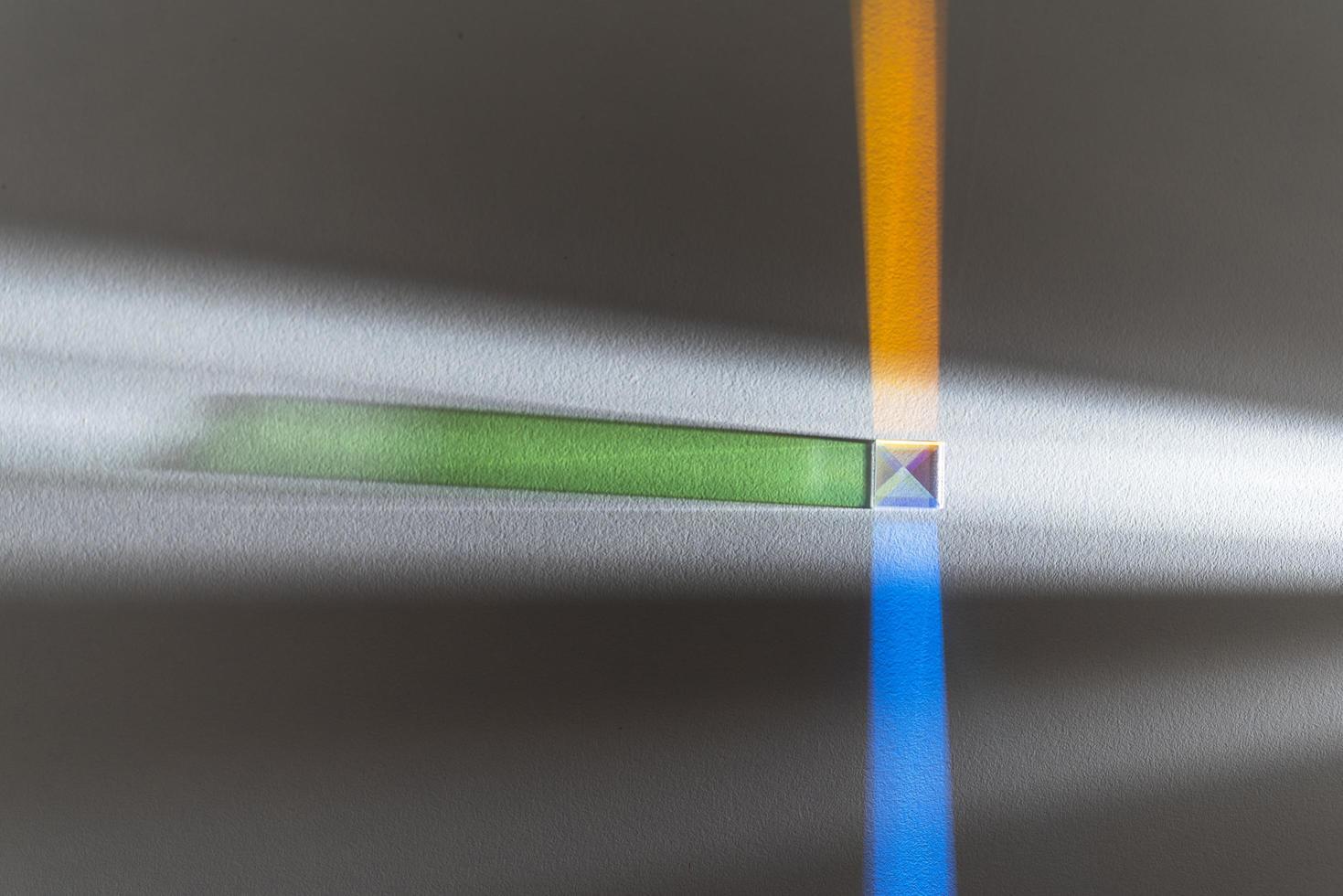 färgglada ljus prismor reflektion bakgrund foto