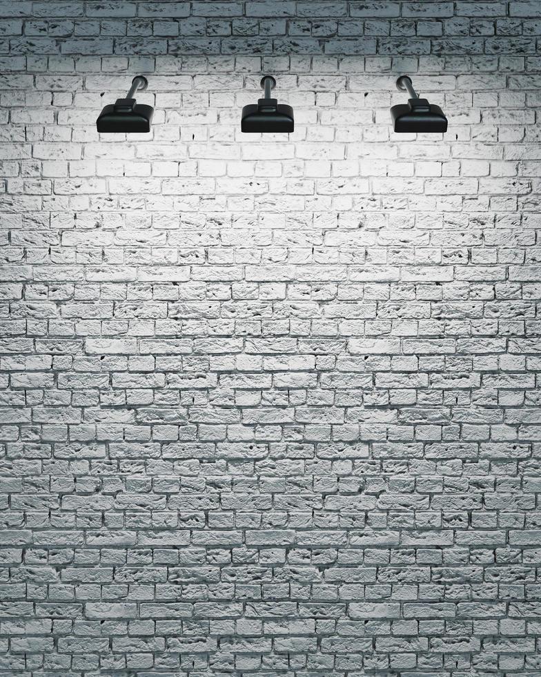 vit tegelvägg med tre strålkastare foto