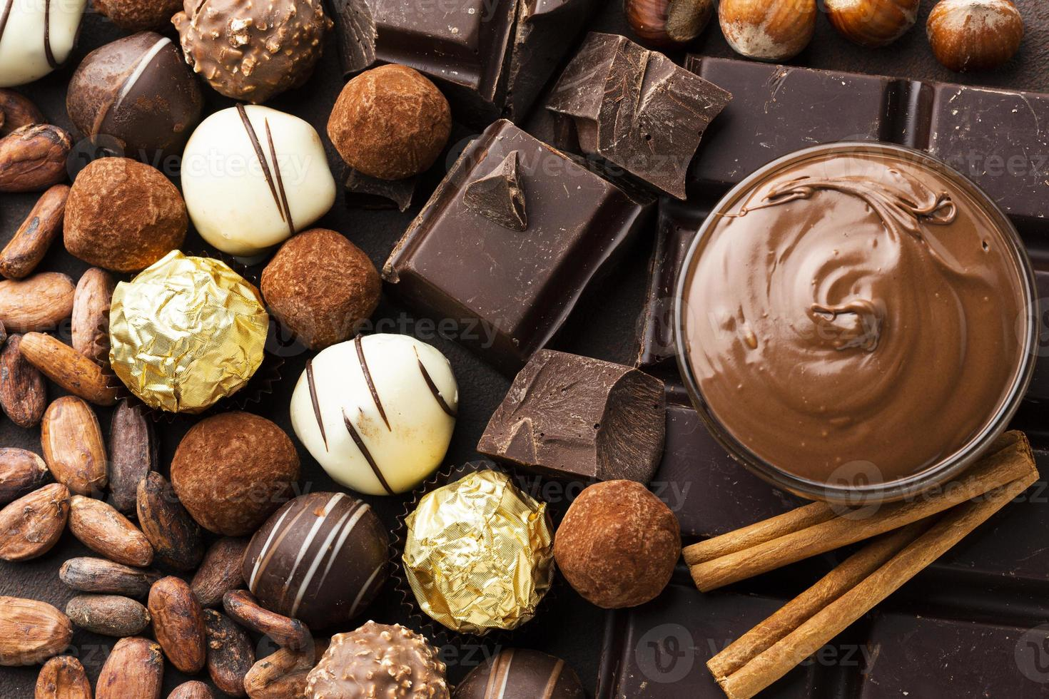 närbild choklad arrangemang foto
