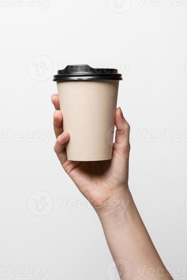 närbild hand som håller kaffekoppen foto