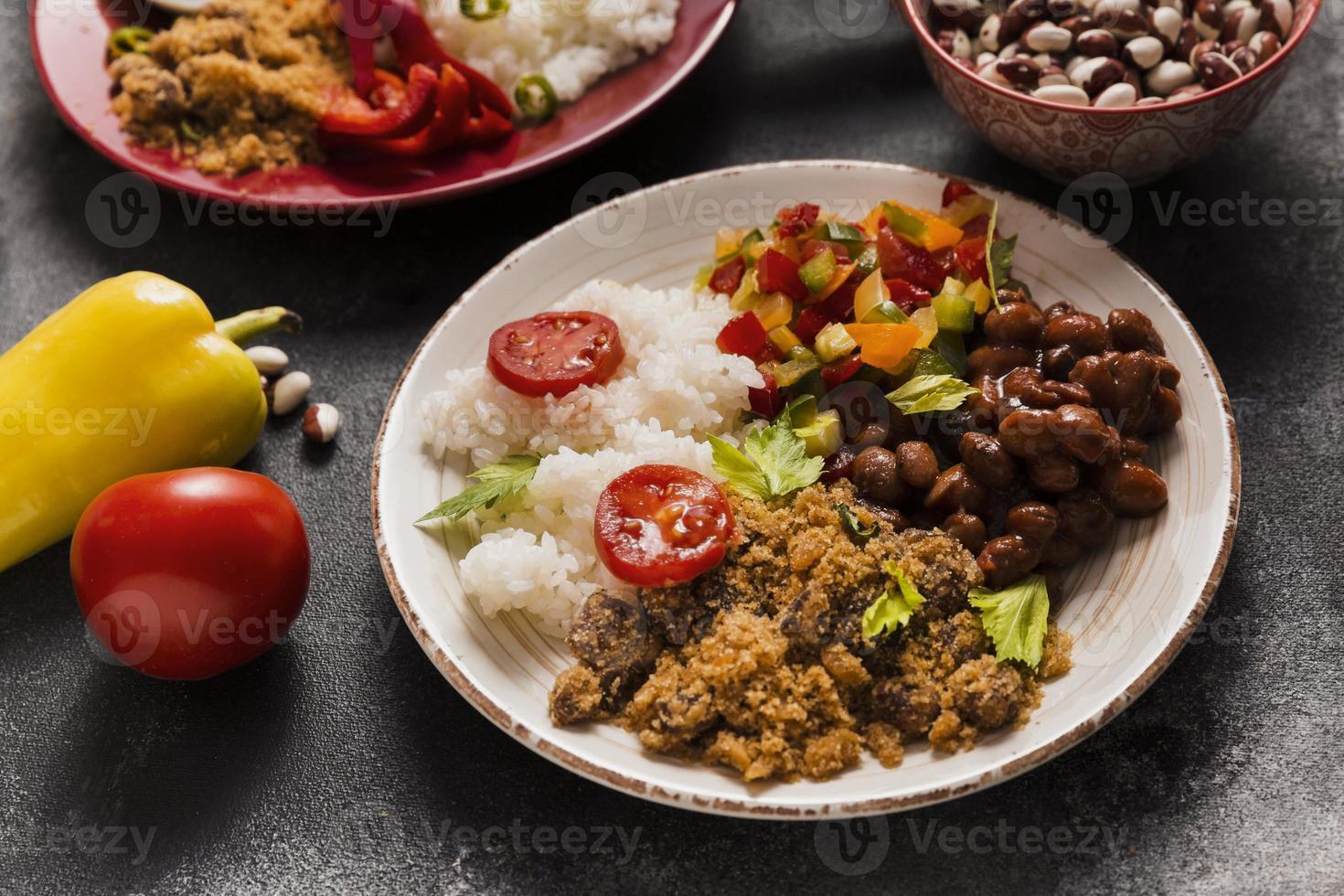 hög vinkel brasiliansk matkomposition foto