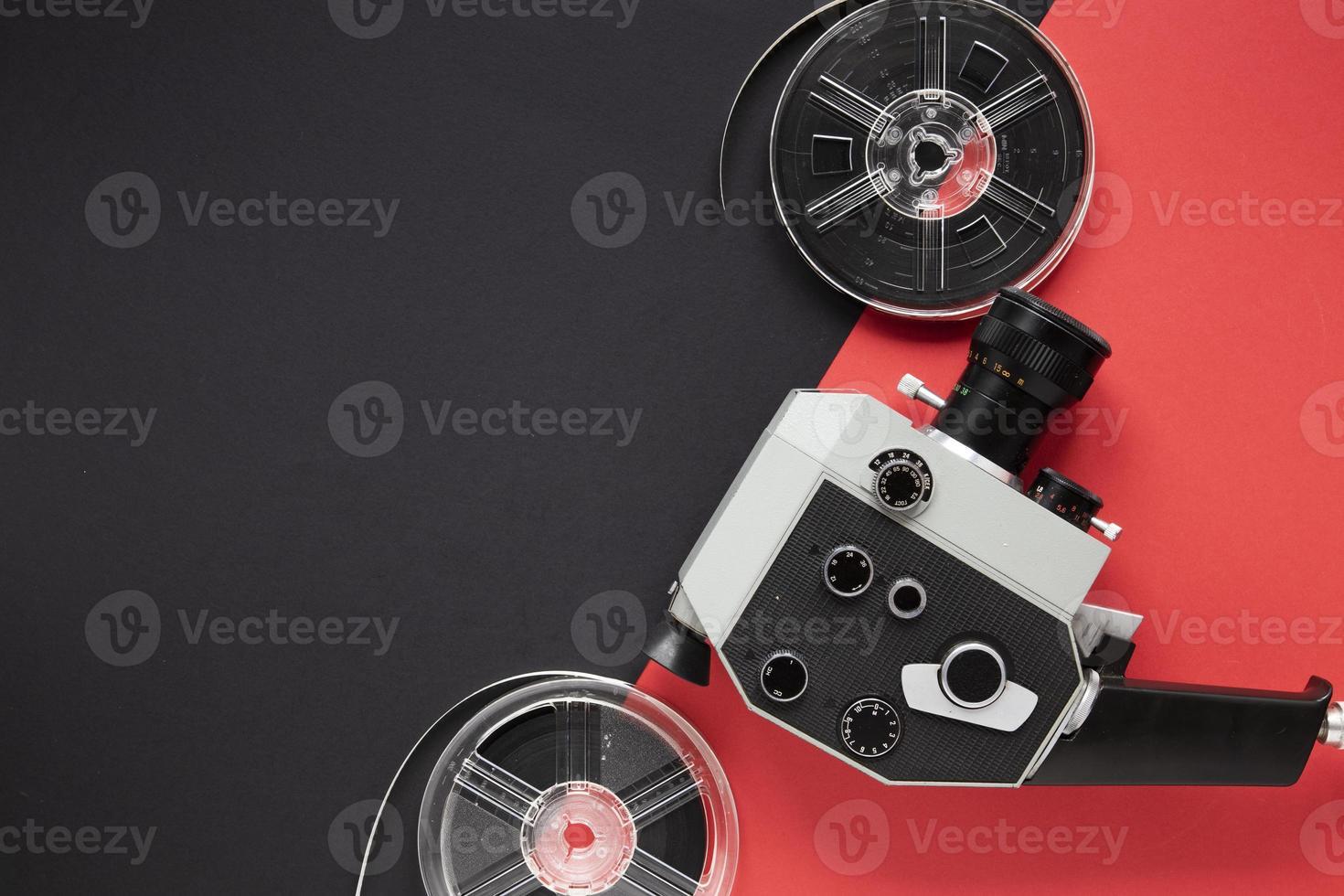 arrangemang av filmelement på tvåfärgad bakgrund foto