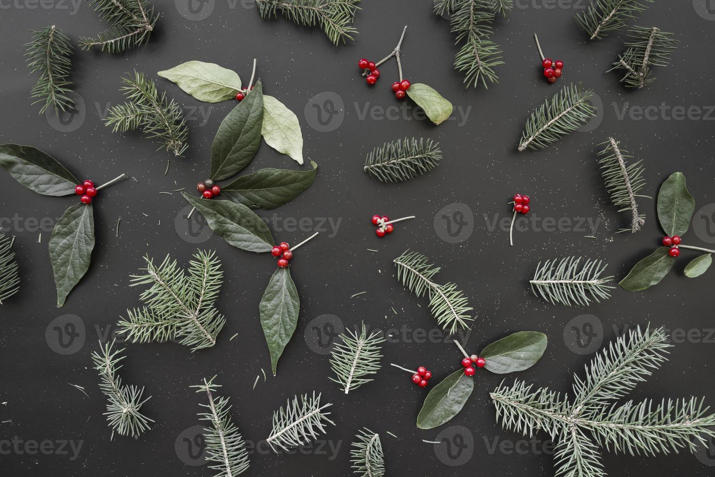 julsammansättning av gröna grenar foto