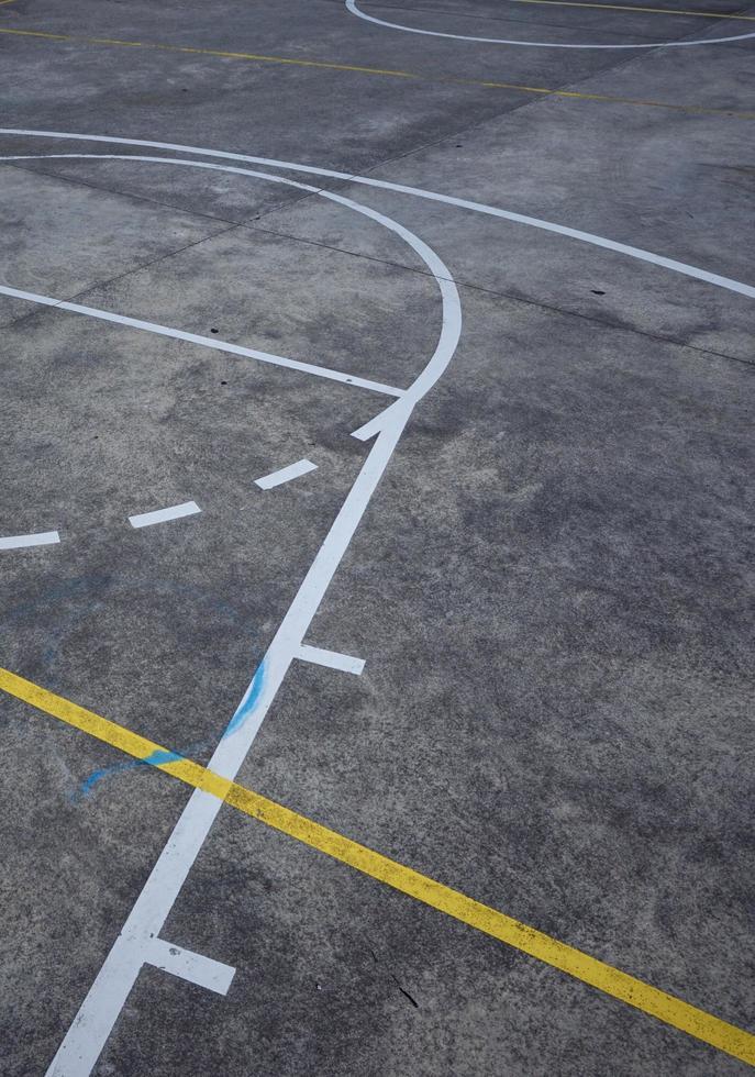 street basketplan på gatan foto