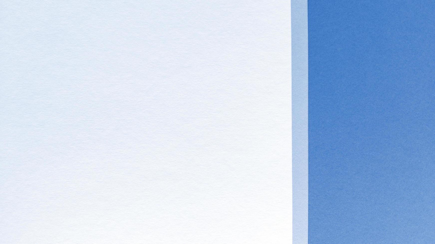 enkel platt låg med pastellstruktur. blå och vitbok bakgrund. stock foto. foto