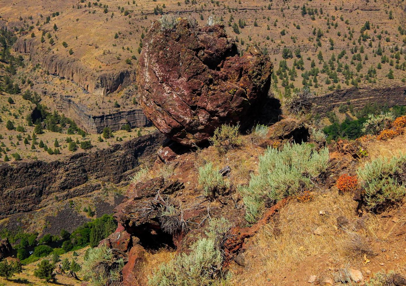 canyon boulder - deschutes river canyon - nära terrebonne, eller foto