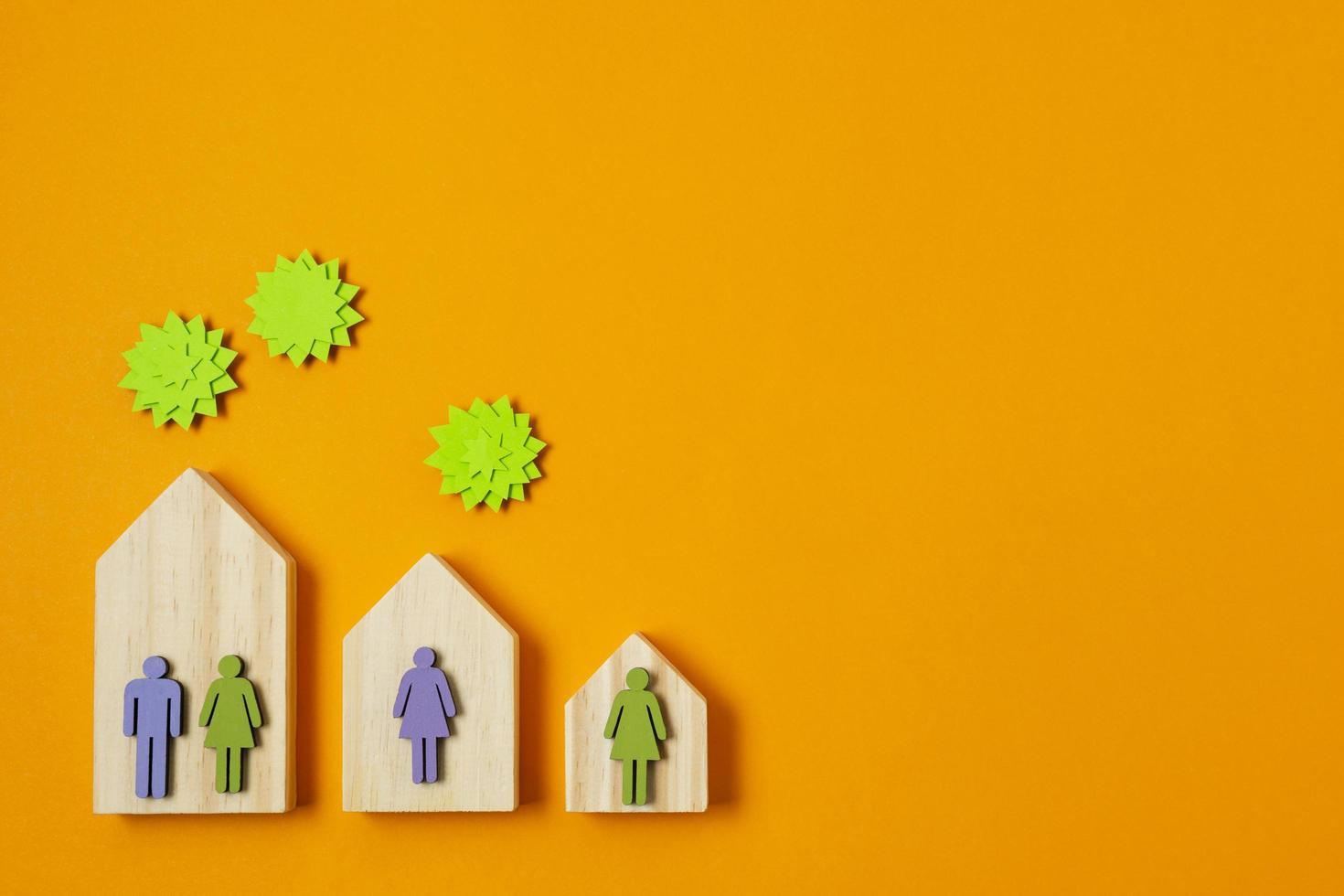 covid koncept med människor i separata hus foto