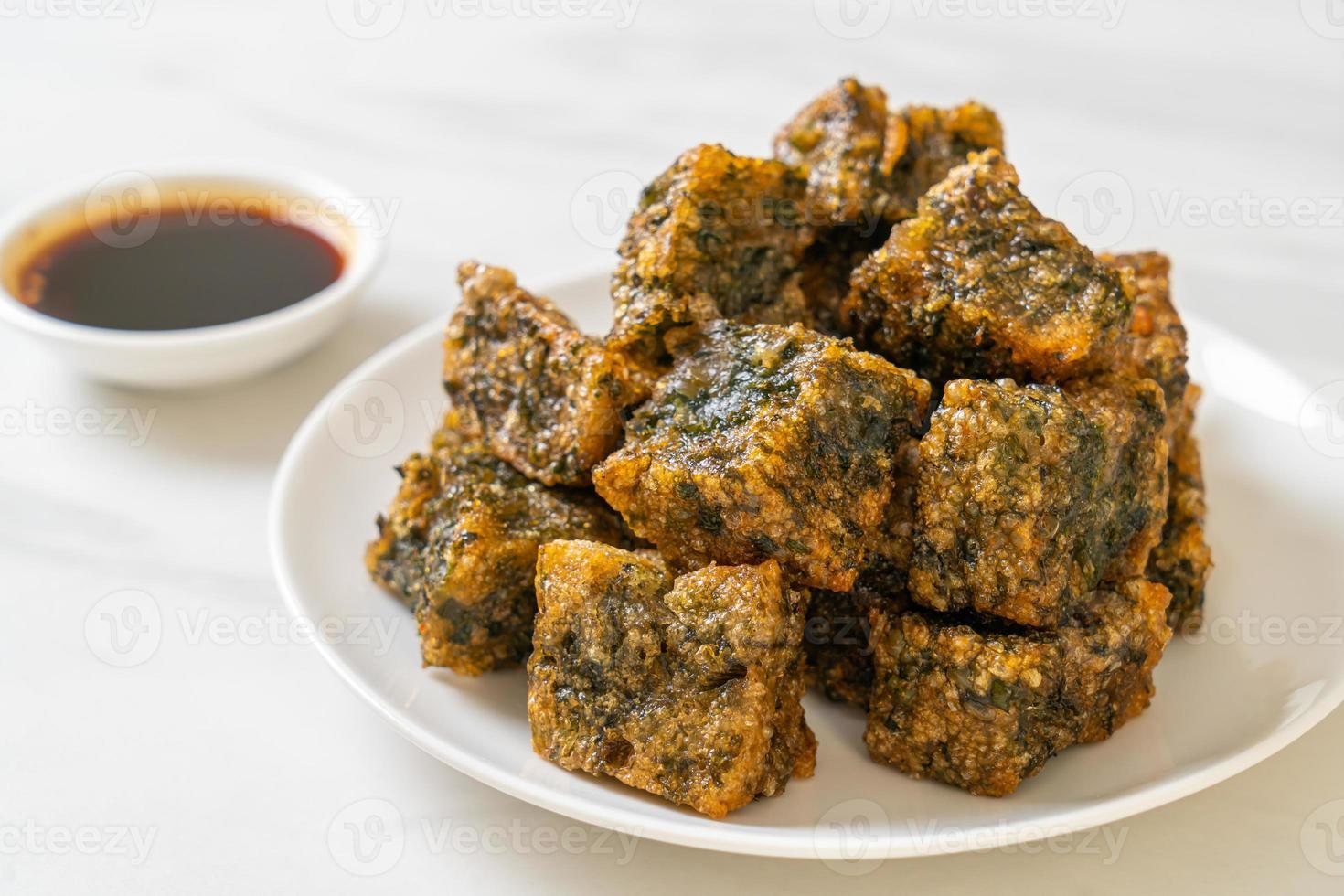 stekt kines gräslök dumpling tårta foto