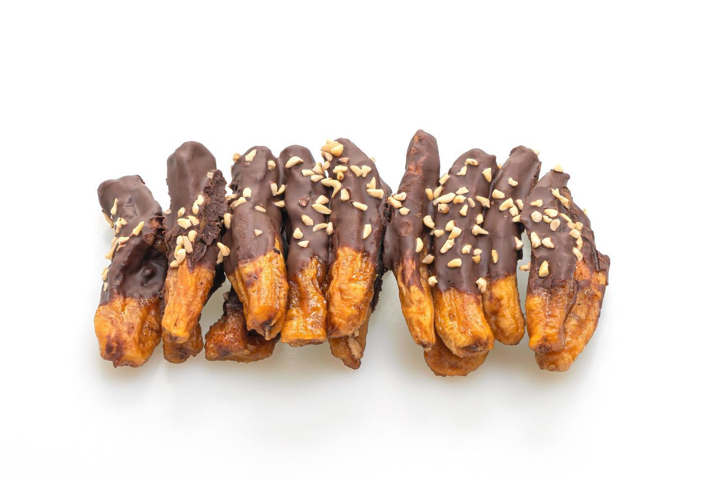 soltorkad bananskokollack eller banandoppad choklad isolerad på vit bakgrund foto