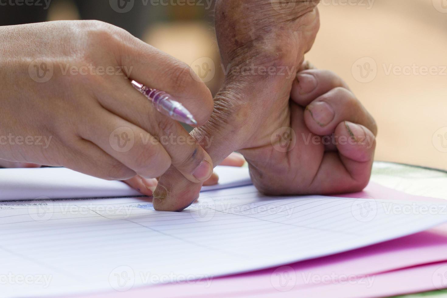 fingeravtryck på papper foto