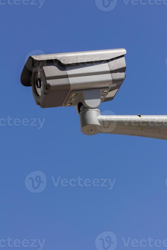 CCTV säkerhetskamera, bakgrund med blå himmel foto